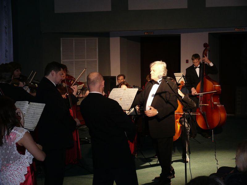 Выступление камерного оркестра под управлением Михаила Бенюмова